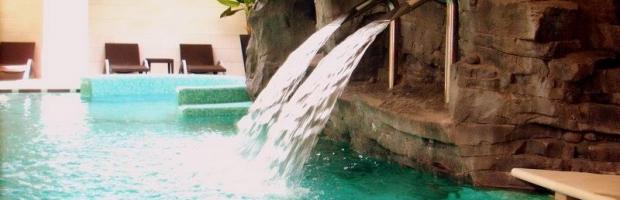 Cosrturione di cascate per piscine dal 1990 - Cascate per piscine ...